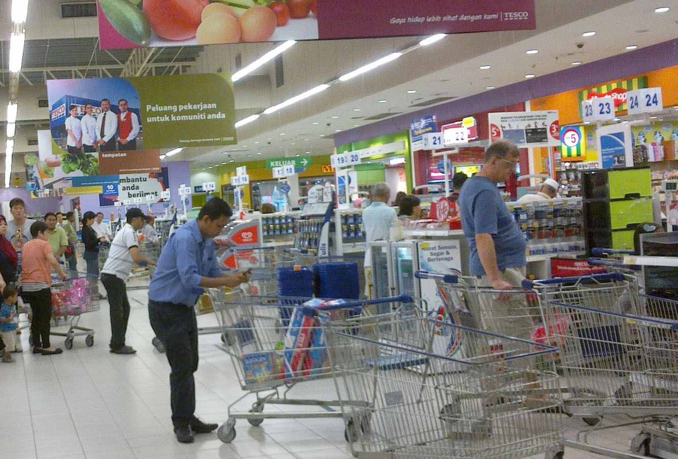 tesco malaysia marketing mix adoption Tesco can adopt various marketing strategies to improve growth and sales, interest  price is a section of the marketing mix, when considering prices if a product is priced too low or too high, it could mean a loss of sales for an organisation.
