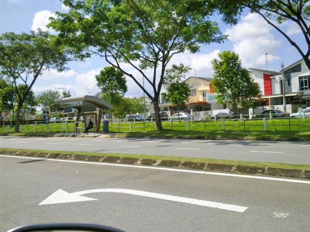 bus-stop-jalan-indah10-4 : rt-to-homestay-near-legoland-malaysia