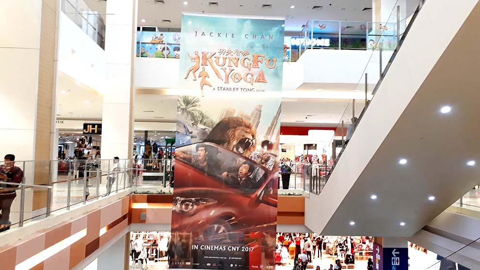 Slide # 34 : Slide # 33 : Aeon Bukit Indah Shopping: 350meter from Homestay ; Regional Size Mall