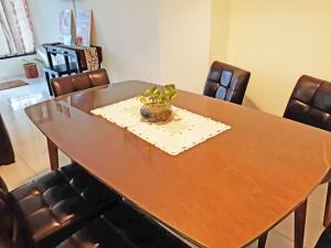 Homestay dekat Legoland Malaysia : Living Room Dine Table